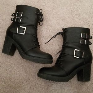 Shoedazzle high heeled Boots